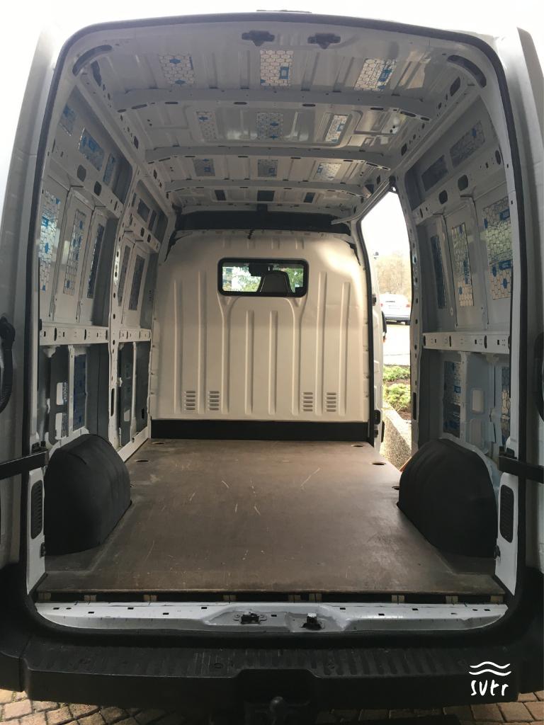 Der Van mit Dämmung und Bodenplatte